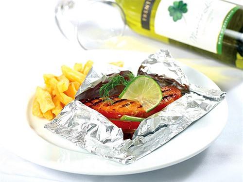 Đổi món cho cả nhà với món Cá hồi nướng giấy bạc cực ngon miệng