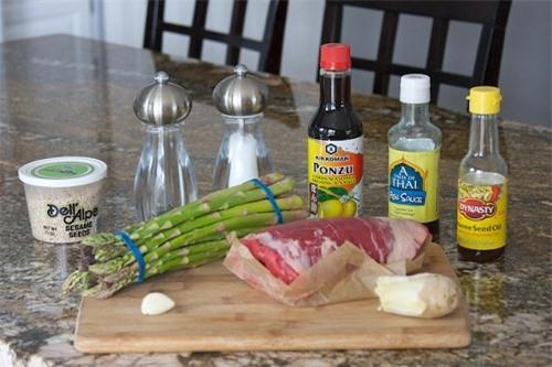 Thịt bò cuộn măng tây ngon ngất ngây 2