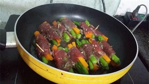 Thịt bò cuộn măng tây ngon ngất ngây 9